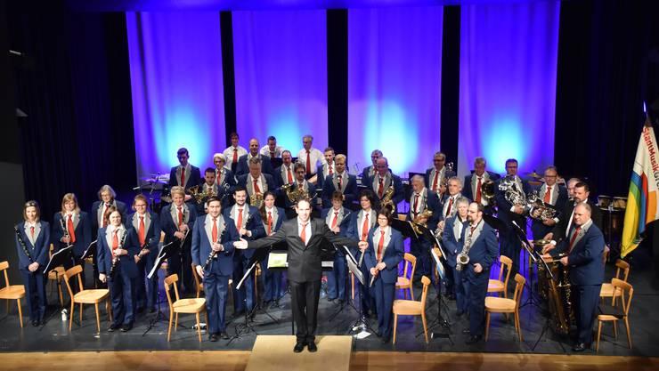 Die Stadtmusik Grenchen mit ihrem Dirigenten Rainer Ackermann anlässlich des Matineekonzertes