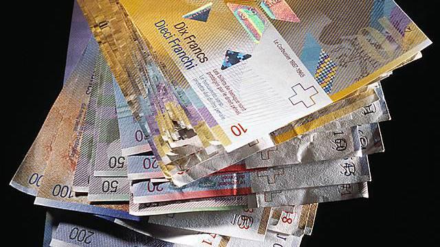 Ein Bündel Geldscheine (Archiv)