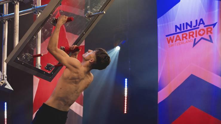 Raffael Schellenberg ist körperlich und mental sehr kräftig. Aber «das bitterböse Kletterbrett» verlangte ihm zu viel ab. Bild: TV24/Andrea Camen