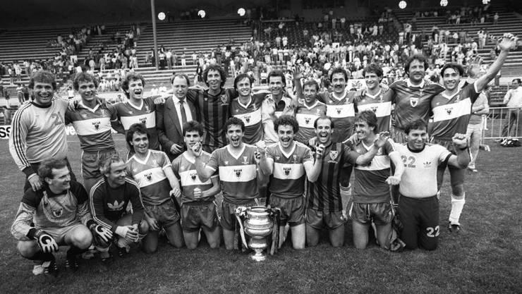 Aarau gewann am 27. Mai 1985 den Cupfinal gegen Xamax mit 1:0. Max Richner (stehend, zweiter von rechts) war damals Ersatztorhüter.