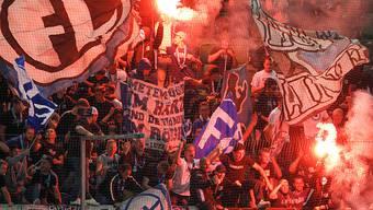 Die Fans können es nicht lassen: Luzerner Anhänger zünden in St. Gallen Pyros