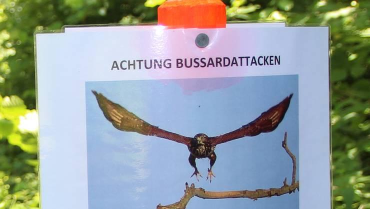 Der Werkhof Rudolfstetten warnt mit einer Tafel vor der Gefahr.