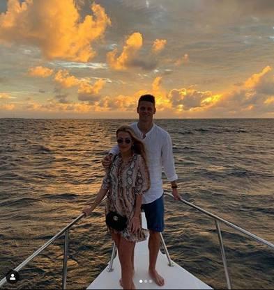 Jonas Omlin und seine Freundin Janice fühlen sich auf dem Wasser wohl.