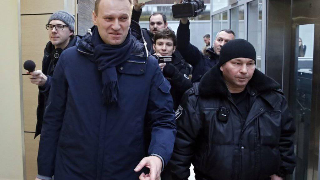 Soll einer staatlichen Firma Bauholz gestohlen haben: der russische Oppositionelle Alexej Nawalny (l.)