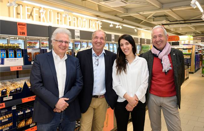 An der Präsentation des Discounters freuten sich Gemeindeammann Jürg Link, Stefan Würgler, Lidl- Regionalleiterin Nicole Harakopidis und Thomas Würgler (v. l.).