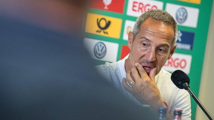 Zuerst eine 0:5 Klatsche gegen die Bayern, nun das Cup-Aus gegen einen Vierteiligsten. Adi Hütters Einstand bei Frankfurt ist alles andere als gelungen.