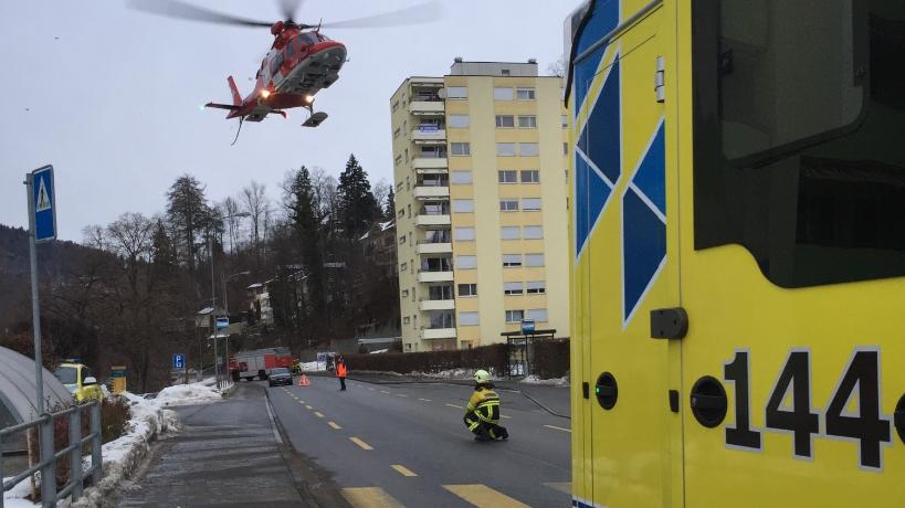 Eine 21-Jährige wurde in Wattwil angefahren und musste schwer verletzt mit der Rega ins Spital geflogen werden