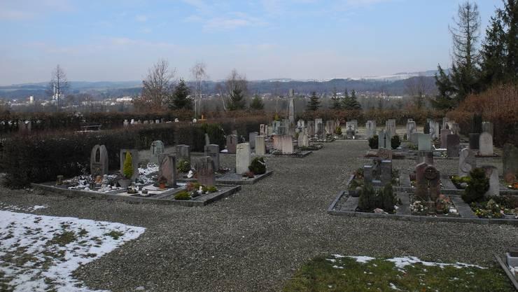 Die Schwaderlocher Stimmberechtigten befinden in einer Referendumsabstimmung über die Neugestaltung des Friedhofs.