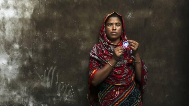 Diese Mutter trauert um ihre beim Fabrikbrand gestorbene Tochter.