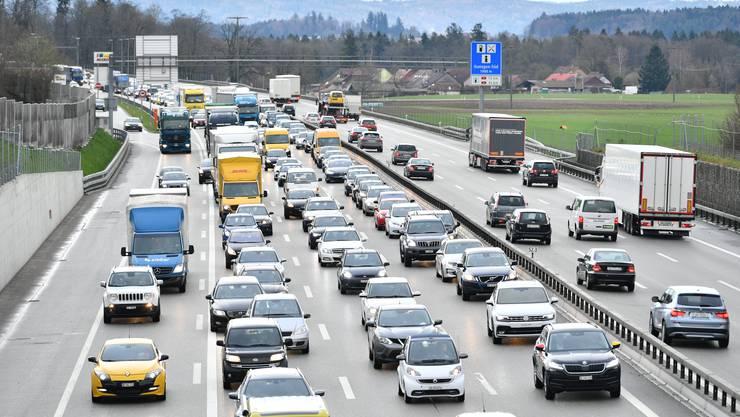 Auf Schweizer Autobahnen – hier die A1 bei Gunzgen – staut sich der Verkehr immer öfter.