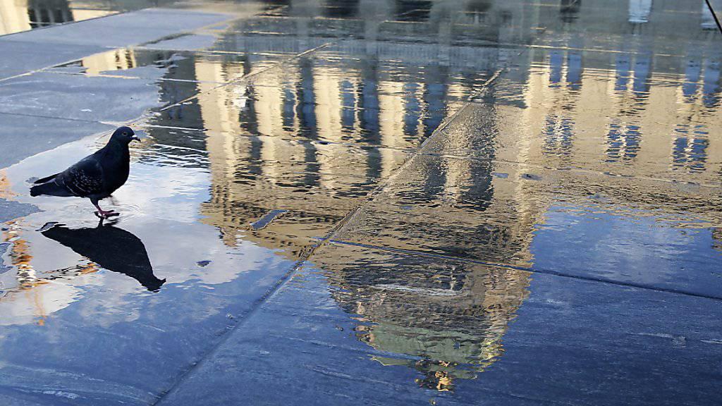 Heute Montag beginnt im Bundeshaus die Herbstession. Mit Spannung erwartet wird die Wahl eines Nachfolgers für Bundesrat Didier Burkhalter. Die Wahl findet Mitte nächste Woche statt. (Symbolbild)