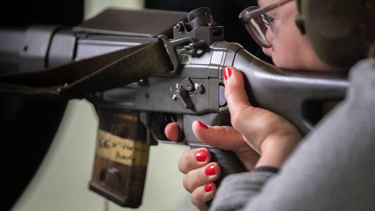 Sportschützen dürfen weiterhin halbautomatische Waffen erwerben, die Kontrolle ist Sache der Kantone.