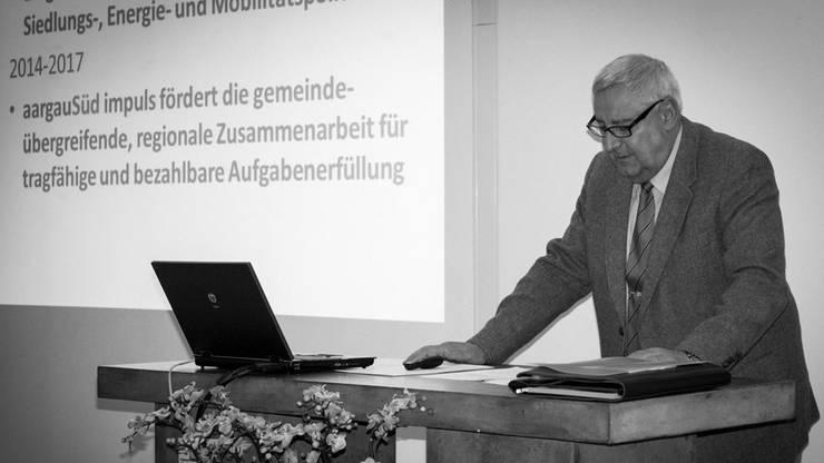 AargauSüd Präsident Martin Widmer begrüsst und informiert.