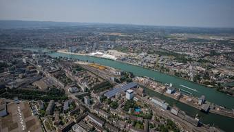 Blick auf den Basler Rheinhafen