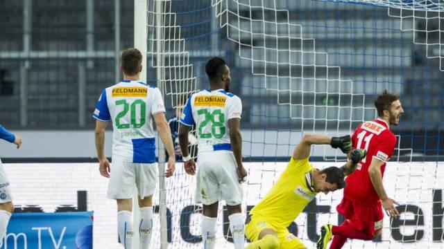 GC-Goalie Bürki ärgert sich: Thuns Adrian Nikci traf zum 2:0