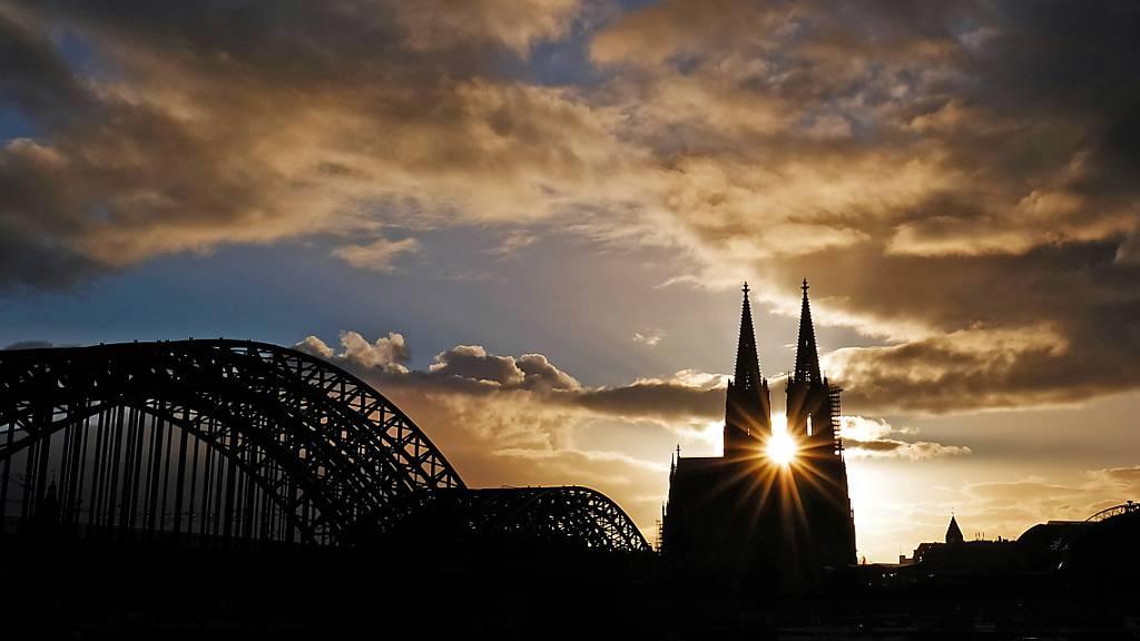 Papst schickt Prüfer ins Erzbistum Köln