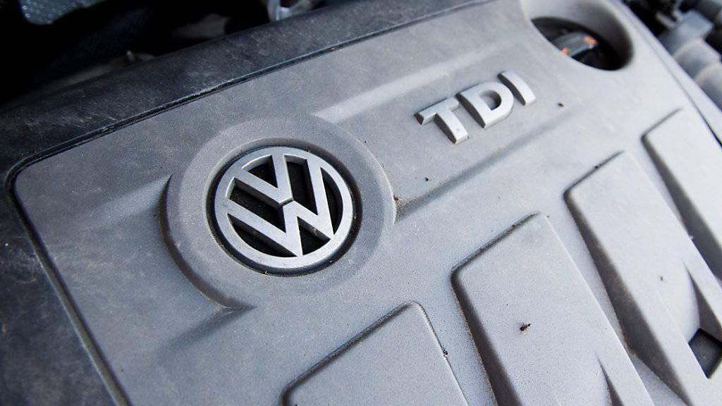 Wegen der manipulierten Diesel-Motoren geht die Westschweizer Konsumentenorganisation FRC nun rechtlich gegen VW vor.