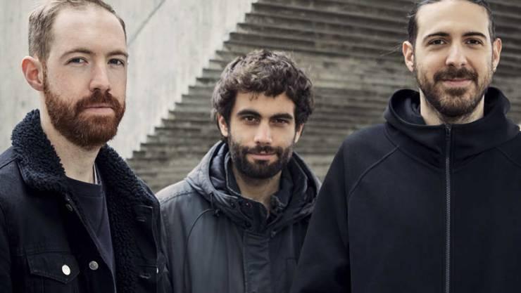 Die Gewinner des diesjährigen ZKB Jazzpreises (von Links): Schlagzeuger Arthur Hnatek, Bassist Fabien Iannone und Saxofonist Francesco Geminiani.