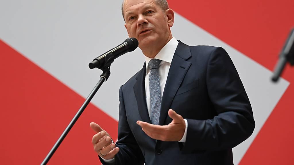 Olaf Scholz, Kanzlerkandidat der SPD, spricht während der SPD Pressekonferenz im Willy-Brandt-Haus am Tag nach der Bundestagswahl. Foto: Britta Pedersen/dpa