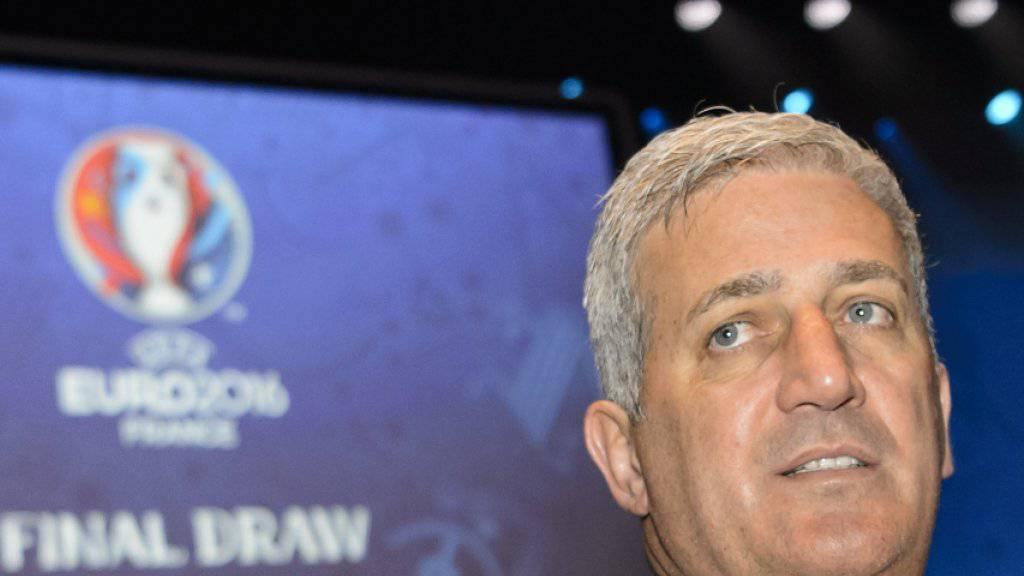 Nationalcoach Vladimir Petkovic verfolgt in Paris die Auslosung zur Euro 2016