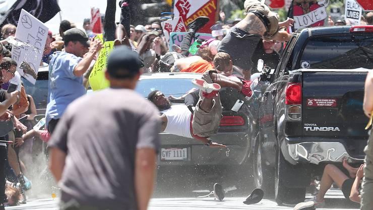 Der heute 22 Jahre alte James Alex Fields raste in der Gegendemonstranten einer Kundgebung rechtsnationalistischer und rassistischer Gruppen in Charlottesville, Virginia, USA.