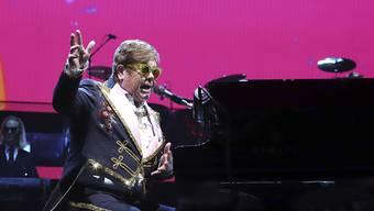 """Der britische Pop-Star Elton John auf Abschiedstournee: Seine Show """"Farewell Yellow Brick Road"""" ist optisch vom Zauberer von Oz inspiriert. In der Schweiz werden über 15'000 Fans seine Show am Montreux Jazz Festival open-air erleben können. (Archivbild)"""