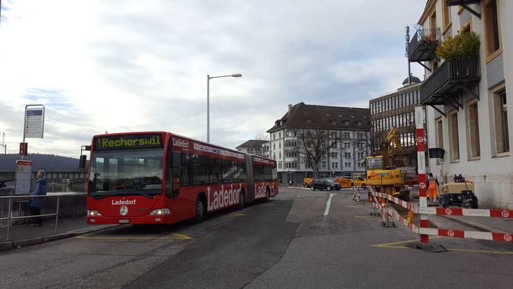 Bauarbeiten am Postplatz: Die Bushaltestellen werden behindertengerecht umgebaut.