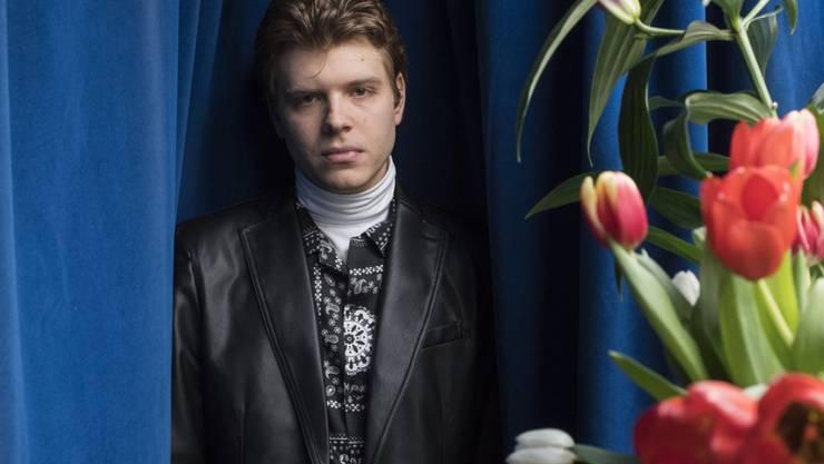 Geht modemässig und musikalisch konsequent seinen Weg und ist damit erfolgreich: Der Rheinalter Popmusiker und Swiss-Music-Award-Gewinner Crimer.