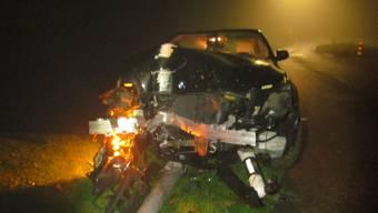 Oberwil-Lieli: Ein stark alkoholisierter Autofahrer prallte am Sonntagabend gegen einen Kandelaber. Er blieb unverletzt. Am Auto entstand Totalschaden. Den Führerausweis ist er los.