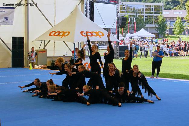 Damen Aktive: Gymnastik Bühne ohne Handgeräte.