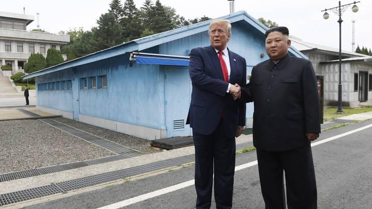 US-Präsident Donald Trump und Nordkoreas Machthaber Kim Jong Un haben sich am Sonntag an der innerkoreanischen Grenze getroffen.