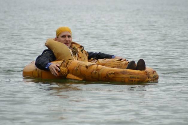 Im Rettungsboot auf hoher See.