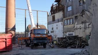 Die Abbrucharbeiten sind im Gang, auf dem Fremo-Areal soll ein Büro-Neubau entstehen, der vorübergehend auch Verwaltungsstandort ist.