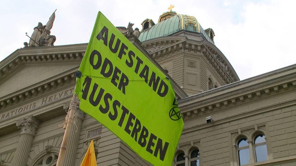 Klimaaktivisten besetzen Bundesplatz