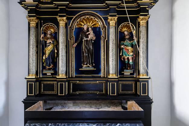 Der restaurierte Altar strahlt in neuem Glanz