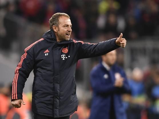 Daumen hoch bei Hansi Flick: Der Bayern-Coach startet mit einem Sieg in seinen neuen Job