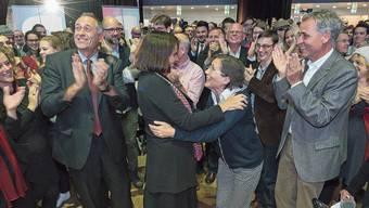 Ein Bild aus weniger distanzierten Tagen: Heidi Mück (Basta) herzt im Herbst 2016 Elisabeth Ackermann (Grüne) nach deren Wahl.