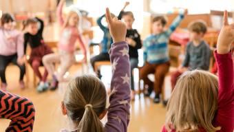 Die ab kommendem Schuljahr geltende Lehrmittelfreiheit in der Volksschule bringt im Französisch der 3. und 4. Primarstufe noch keine Alternative zu «Mille feuilles». (Symbolbild)