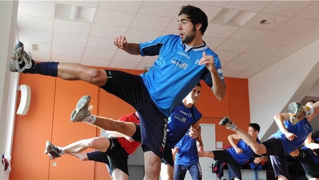 Wohlens Innenverteidiger Giuseppe Rapisarda macht auch als Kickboxer eine gute Figur.