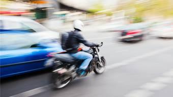 Bei einer spektakulären Verfolgungsjagd hängte der Beschuldigte sogar die Polizei ab. Themenbild/Shutterstock