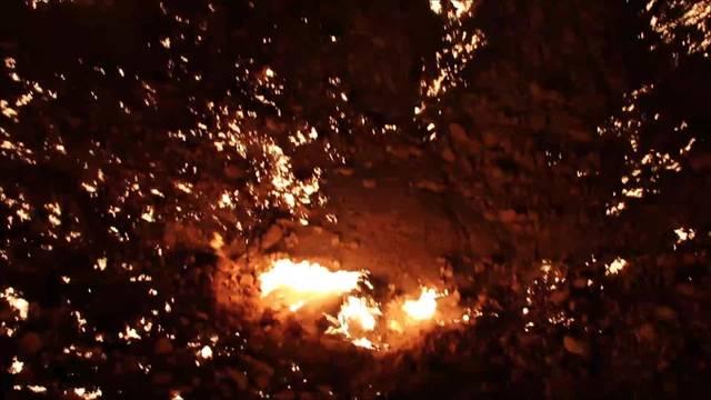 Per Autostopp um die Welt, Woche 23: Das 'Tor zu Hölle' in Turkmenistan lodert seit 1971