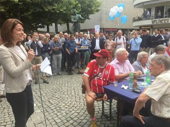Petra Gössi sprach am Samstag beim Holzmarkt vor rund 250 Personen.