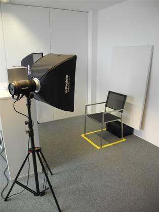 Auf diesem Stuhl werden die Neuankömmlinge fotografiert. MN