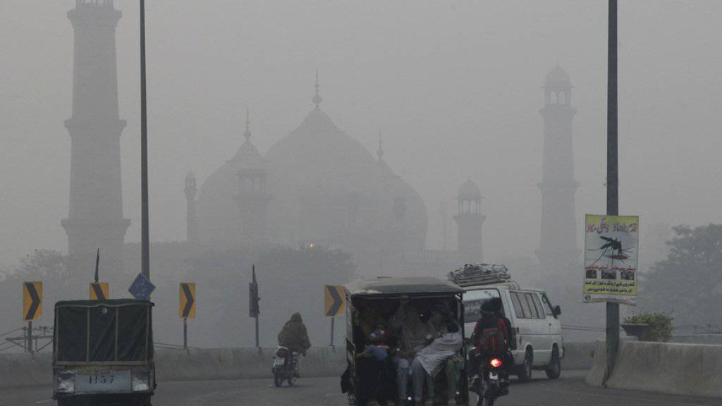 Dicker Smog in der pakistanischen Stadt Lahore.