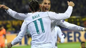 Reals Torschützen Cristiano Ronaldo und Gareth Bale herzen sich