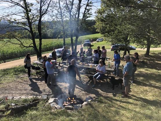 Was für eine tolle Grill-Party am Waldrand kurz vor Effingen!