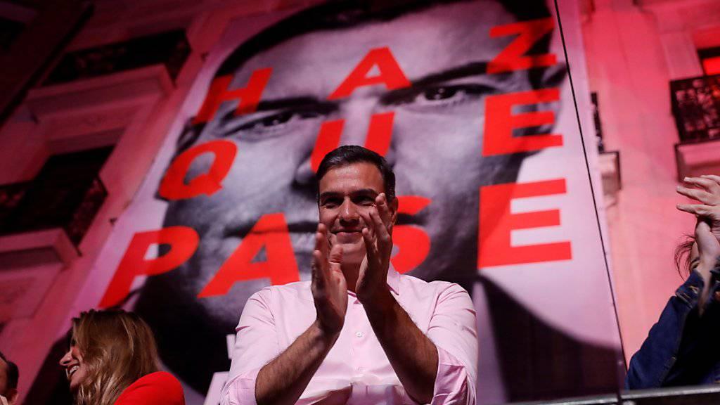 Die sozialdemokratische Partei von Ministerpräsident Pedro Sánchez hat am Montag angekündigt, erst nach den Europa- und Kommunalwahlen Ende Mai zu entscheiden, mit wem sie eine Regierungskoalition bilden will.