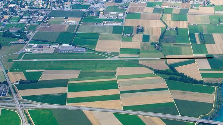 450 Meter soll die Piste länger werden, um gewerbliche Flüge mit voller Nutzlast möglich zu machen. (Bild: Flughafen Grenchen)