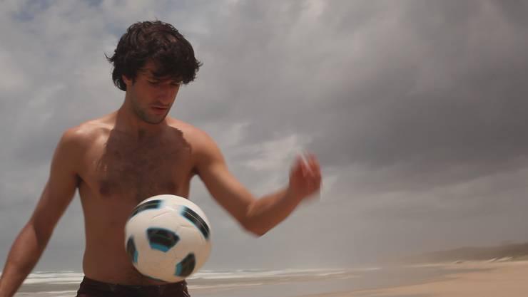 Ausschnitt aus dem Film «Tom meets Zizou», der am Samstag um 20.00 Uhr gezeigt wird.