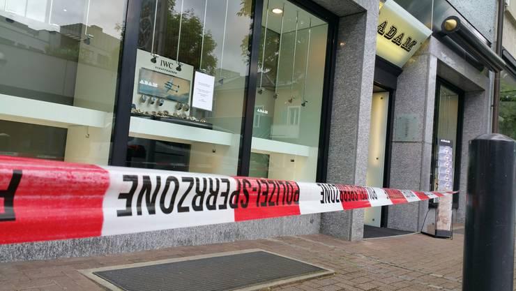 Nach dem Überfall auf das Juweliergeschäft bleiben die Türen vorerst bis am Mittwoch geschlossen.